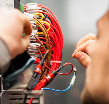 Installation de système électrique près de Compiègne