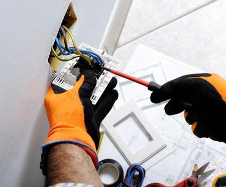 Remise aux normes et rénovation électrique près de Compiègne